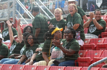 Thousands kick off school year at JCPS Convocation