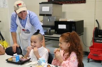 JCPS celebrates National School Lunch Week with State Superintendent
