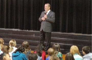 Senator Berger holds 'Town Hall' with Meadow students