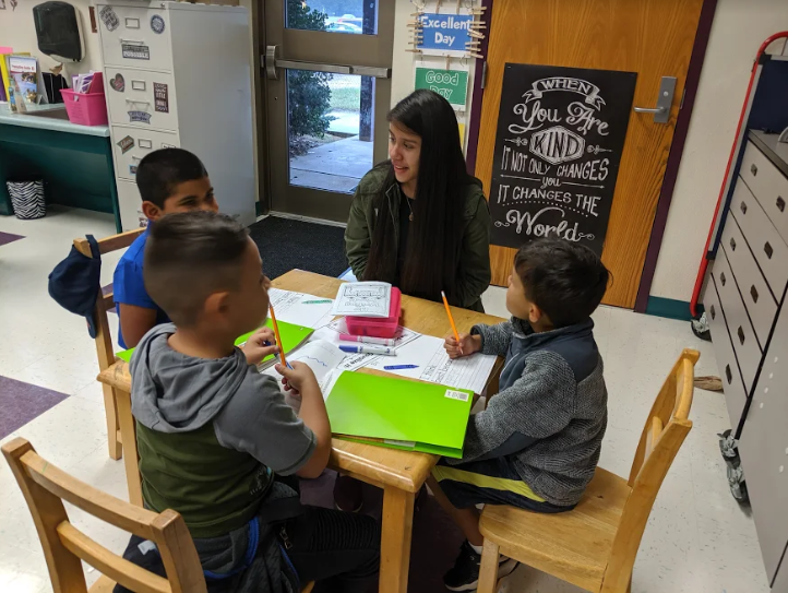 SSS JoCo Teach Student Vanessa Barbosa helping at West Smithfield Elementary School