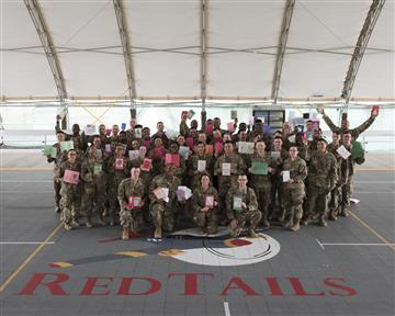 Students Send Cards to the Troops