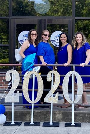 5th grade teachers in front of 2020 sign