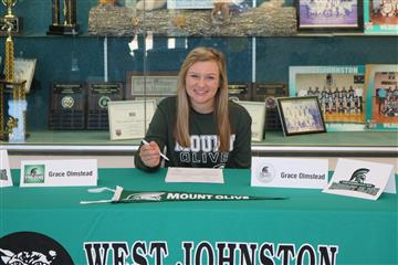 Grace Olmstead Earns Golf Scholarship
