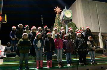 WSE Chorus Sings at Town of Smithfield Tree Lighting
